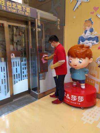 台北地下街每日例行消毒1
