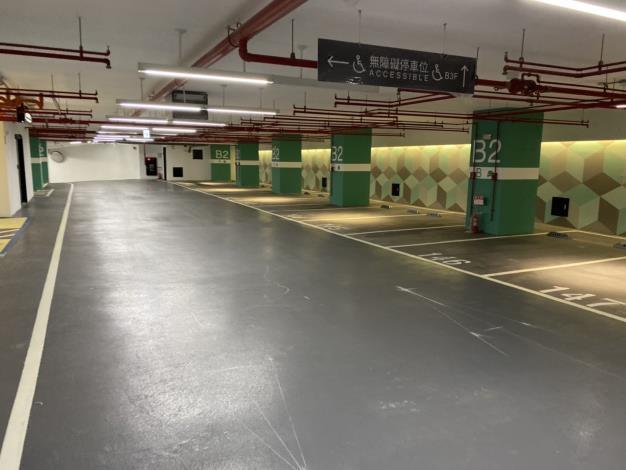大龍新城地停車場內部