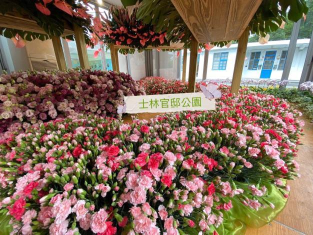 三座花卉櫥窗全面換花-3