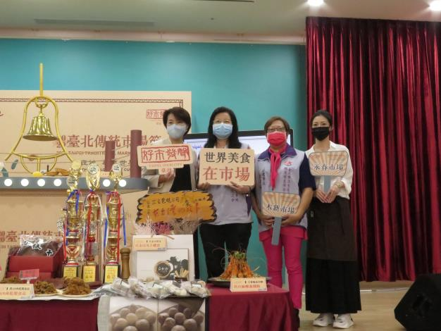 黃副市長珊珊與市場攤商一同宣傳2020臺北傳統市場節
