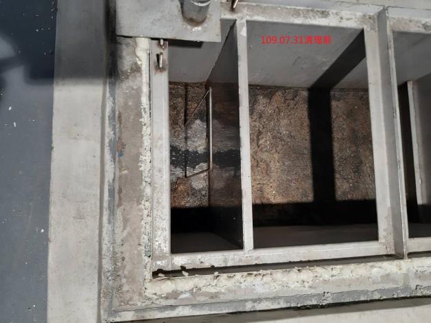 大龍市場地下處理區排水系統(清理前)