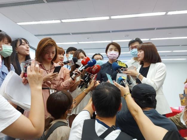 黃副市長珊珊接受記者訪問