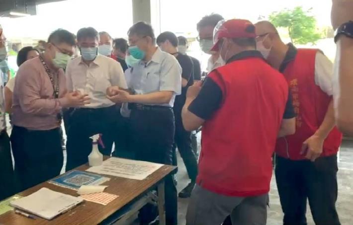 柯文哲市長視察環南市場市場使用台北通數位通行證使用狀況