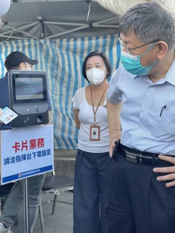 柯文哲市長視察第一果菜市場使用台北通數位通行證使用狀況