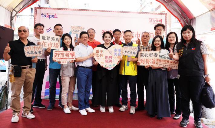 黃副市長珊珊、林局長崇傑、士東市場自治會會長何慶豐與參與來賓合影