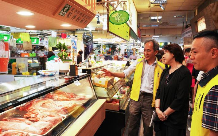 黃副市長珊珊走逛士東市場