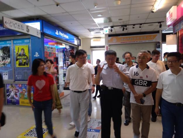 柯市長於光華商場內巡禮