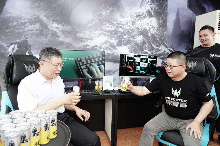 柯市長體驗Acer電競椅
