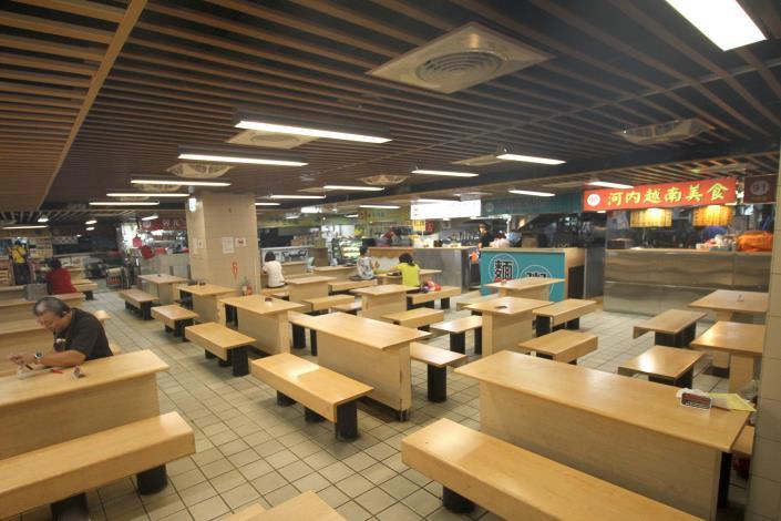 二樓寬敞的美食街用餐空間