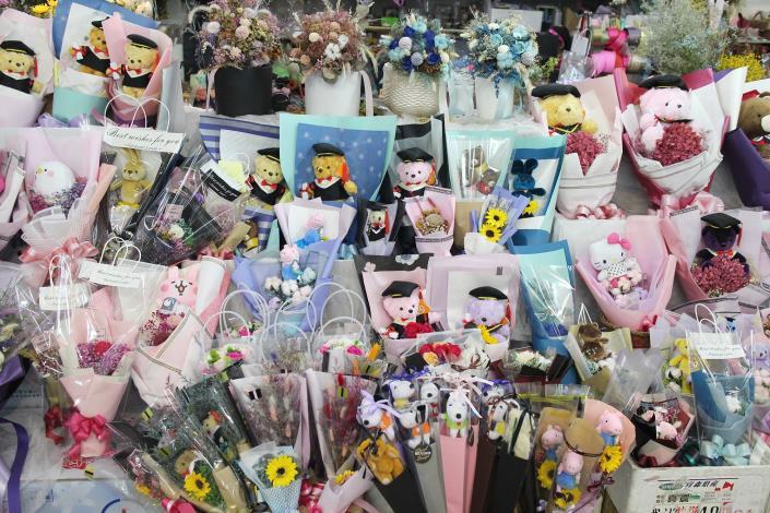 花匠工坊針對不同的節慶或紀念日,推出很具創意的花束