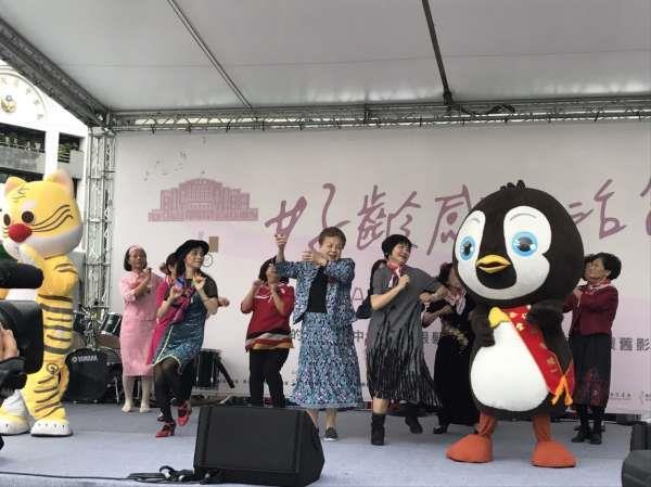 市長媽媽與現場貴賓出席現場舞台活動1