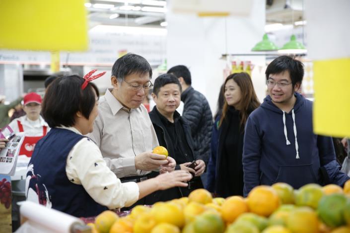 市長參觀當季商品