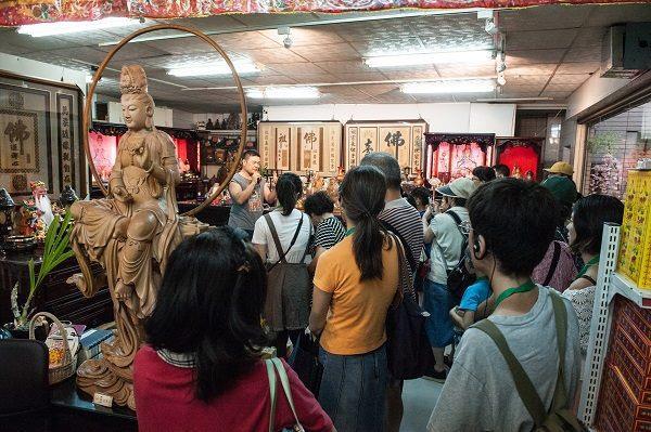 大同小旅行第5場次 民眾於陳財美聆聽店家歷史