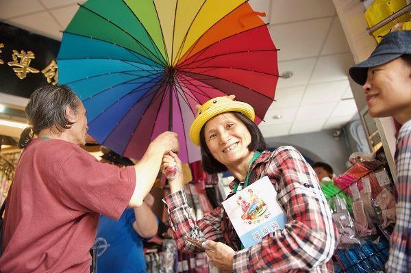 大同小旅行第1場次 民眾於建興洋傘體驗傘具