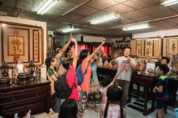 大同小旅行第6場次 民眾於陳財美與店家進行互動