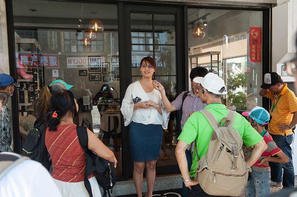 大同小旅行第7場次 民眾聆聽店家圈圈眼鏡介紹