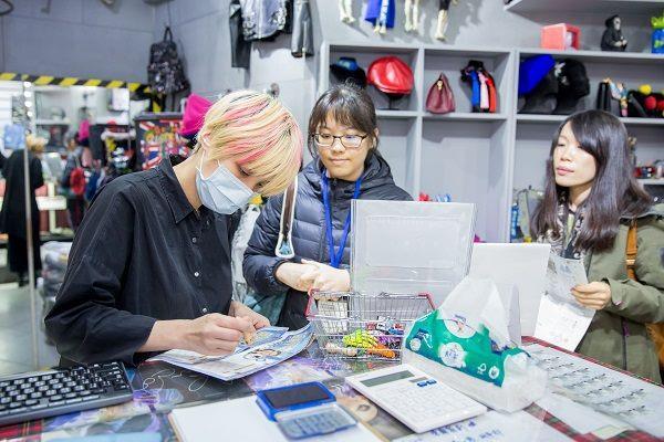 至五分埔商圈參與台北COOL耶誕集章換胡桃熊活動