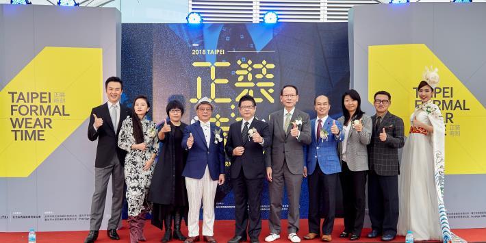 產業發展局局長林崇傑(左5)與評審團大合照