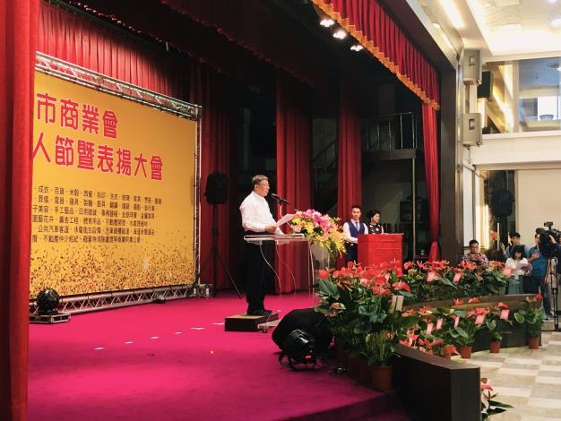 柯市長致詞肯定得獎人為臺北市付出與貢獻