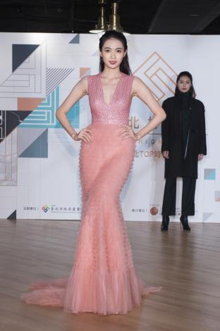 模特兒展示前兩屆台北好時尚金獎設計師簡國彥、柯瑋倫作品2