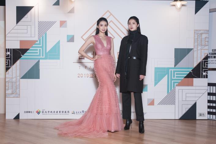 模特兒展示前兩屆台北好時尚金獎設計師簡國彥、柯瑋倫作品1