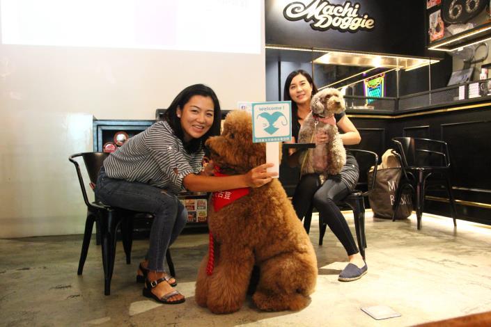 記者會07-動物友善空間業者帶狗狗示範賓狗遊戲玩法.JPG[開啟新連結]