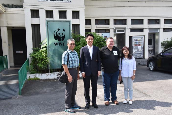 圖二、左起台北市野鳥學會張瑞麟理事長、世界自然基金會香港分會主席何聞達先生及行
