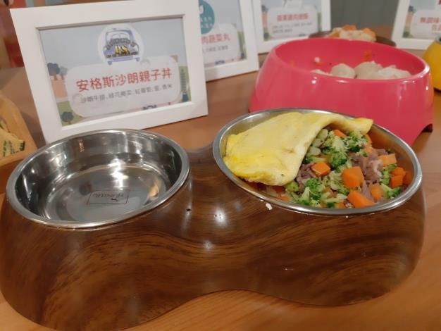 金屋藏車食堂提供安格斯沙朗親子丼