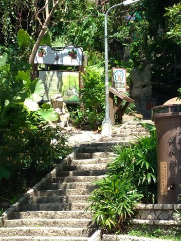 照片3-水管路步道登山口獼猴解說告示牌更新