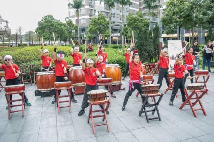 圖6.花響為士林在地鼓團,大部分成員是北投士林學童,透過學習太鼓培養專注力與肢體協調性。