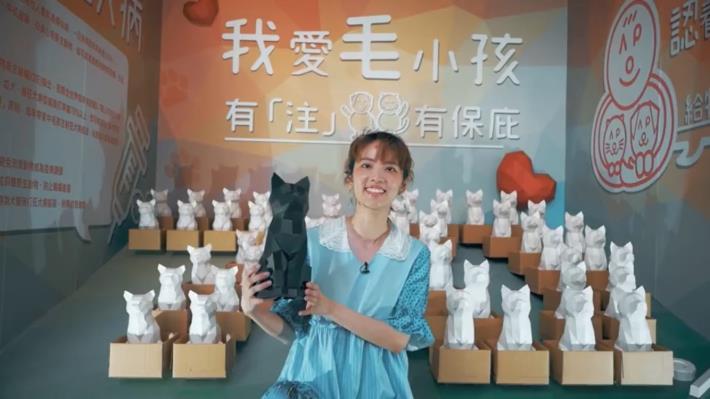 藝人阿諾在狂犬病防治宣導影片中提醒民眾應每年帶毛孩施打疫苗(影片截圖)