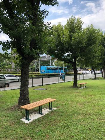 北勢湖公園狗活動區具天然樹蔭及座椅供民眾休憩