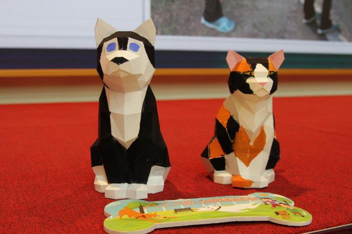 圖15.小朋友們親手彩繪3D貓狗紙雕模型