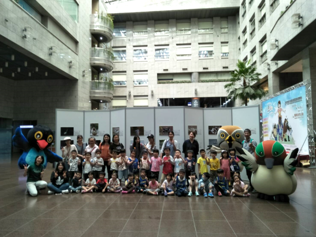 永吉附幼的大小朋友也一起來看趣味鳥照片~