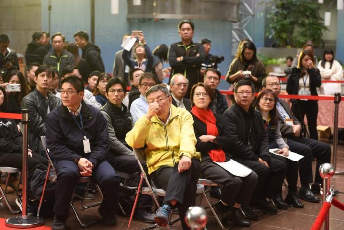 現場來賓一同觀賞由「臺北毛導遊Eva」帶大家一起來體驗北市動物友善設施的宣導短片_(2)