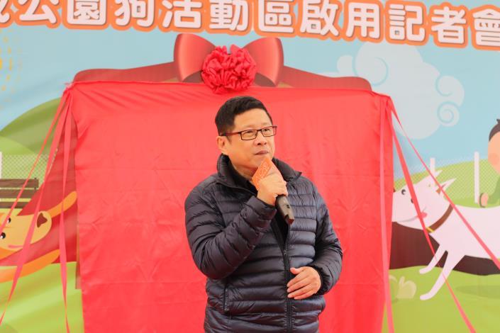 圖5-產業發展局林崇傑局長邀請各位民眾帶毛寶貝至玉成公園狗活動區玩互動.JPG