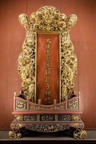 編號1. 「大成至聖先師孔子神位」牌