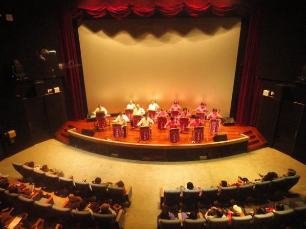 二胡樂團表演