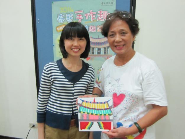 受紙膠帶課程吸引,遠從臺東來上課的樂齡學員[開啟新連結]