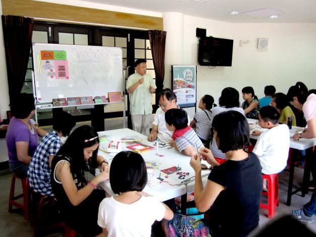 白啟峰老師傳授多層紙條的捲紙技術