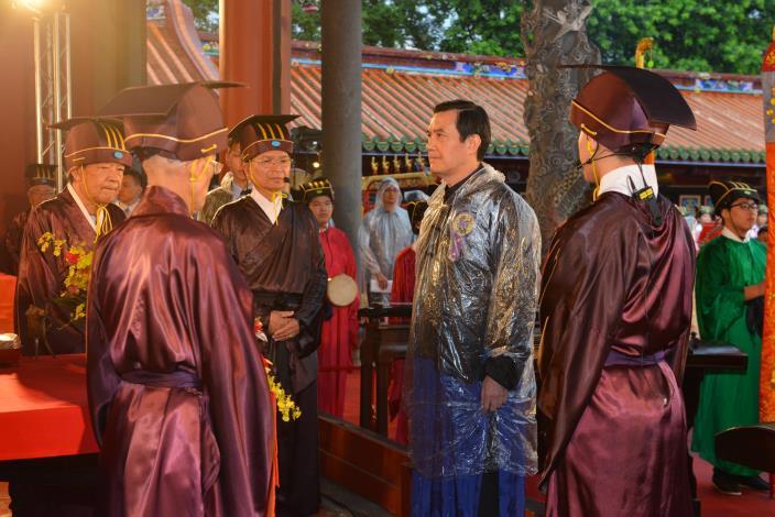 馬英九總統親詣上香,詣香案前