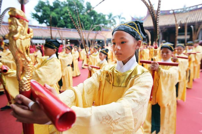 大成至聖先師誕辰2567週年古琴展演餘音繚繞 再現拔智慧毛傳統