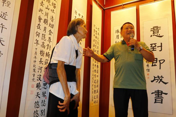 76歲阿嬤從不缺課學習,展出作品為大唐中興頌