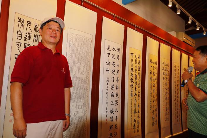 書法班的班長,參與學習13年,此次展出抄寫12遍之鏤空書法-心經,共計3120字