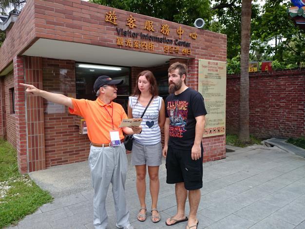 臺北孔廟外語志工協助外籍遊客情形