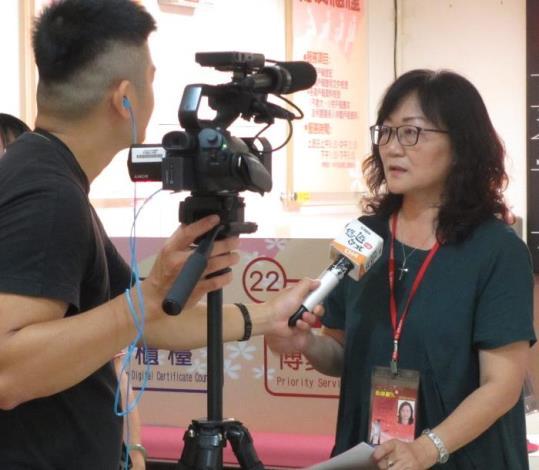 聯維電視台記者採訪徐老師