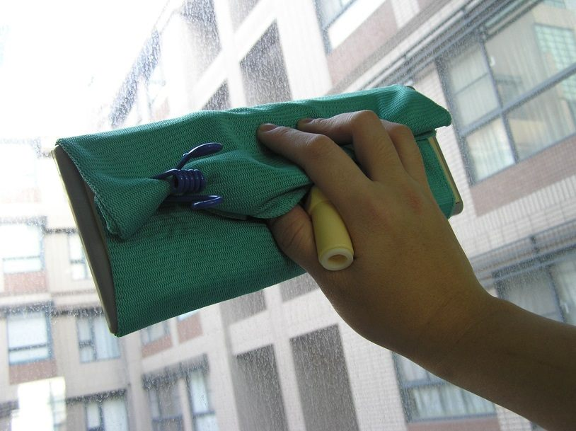 利用平板拖把的大面積可提升清潔效率