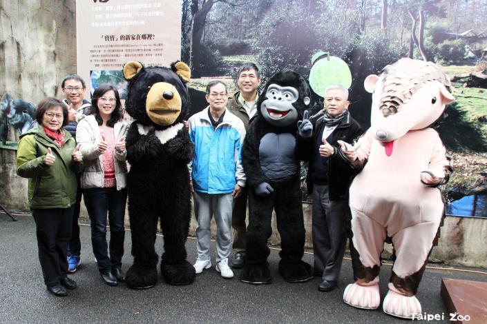 貴賓和粉絲一起來動物園,為「寶寶」送上祝福!.JPG