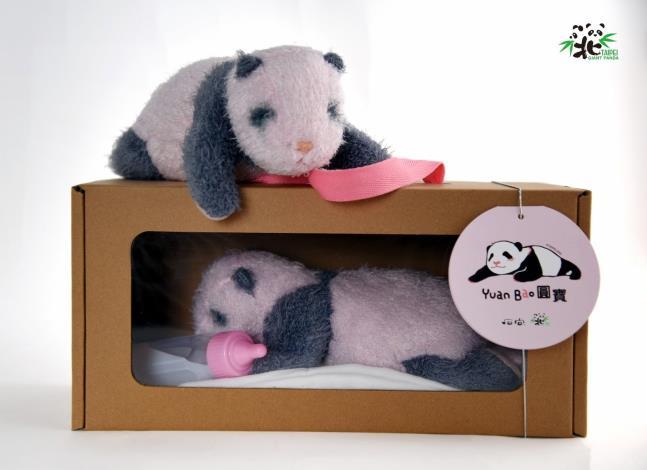 限量的大貓熊「圓寶」仿真娃娃,預計1月23日在動物園內開賣