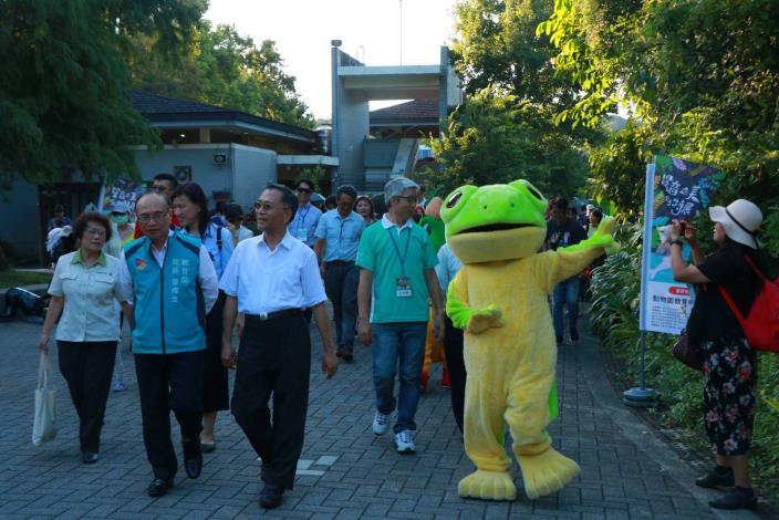 臺北樹蛙和副市長一起前往聲音之美特展